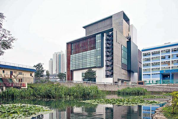 香港首間容許讀者攜書到戶外庭園閱讀的公共圖書館