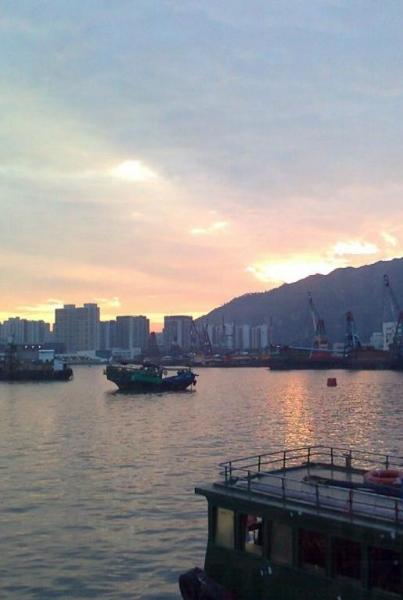 青山灣位於香港西面,因此這裡的日落也絕不遜色。