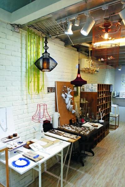 Abode 專賣世界各地搜購回來的精品和自創品牌飾物。