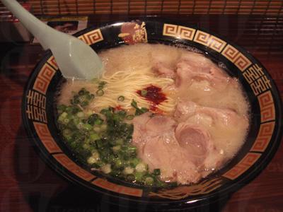 一蘭店內裝潢及經營模式會依照日本做法,拉麵製作當然也是務求與日本一模一樣,從湯底濃度到配料的要求都可依個人的口味自由配搭,煮出一碗專屬的拉麵 (網上圖片)