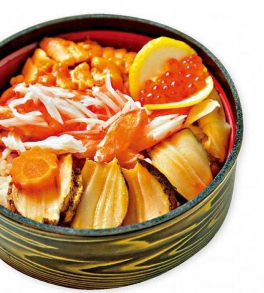 鮑魚海膽三文魚子丼-大粒三文魚子,加上鮑魚、海膽,用料豐富(相片來源:網上圖片)