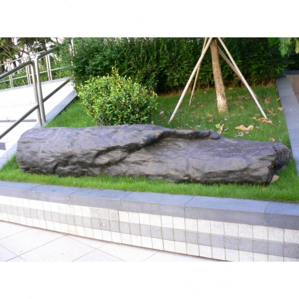 如心化石公園位於荃灣如心廣場2樓平台,佔地8萬平方呎,展出超過60個具億萬年歷史的木化石(網上圖片)