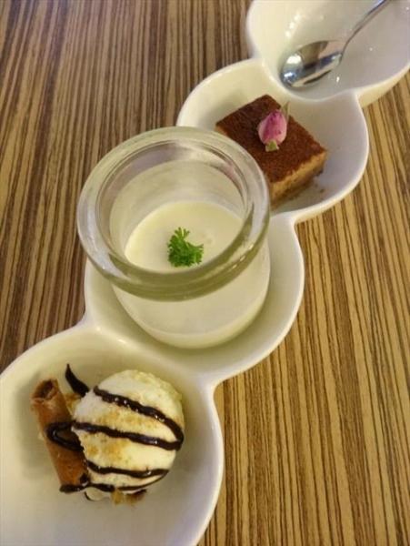 回憶寄賣店中出售一系列的CAFE食品,其中別具特色的是一口分量的甜品,取名一口心甜、一口掛念、一口酸溜等,取其細味愛情的意思(網上圖片)