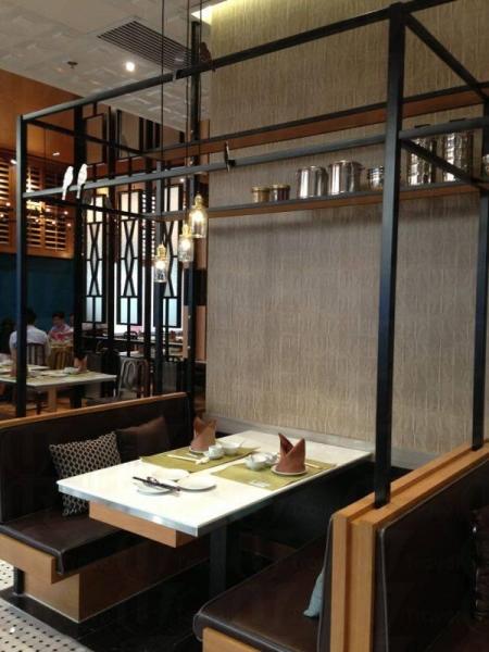 鍾廚內部裝修以六、七十年代的茶居為主題