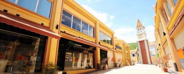 愉景北商場的商鋪林立,有多間特色商鋪。