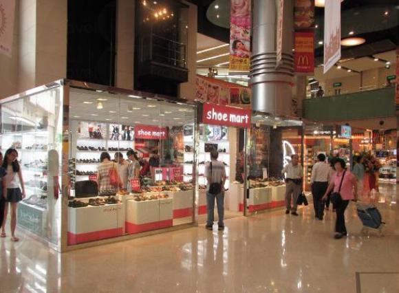 商場有逾200間商舖及餐廳,提供多個消費主題。