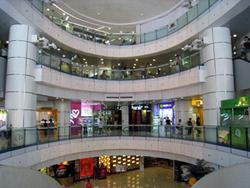 商店類型種類繁多,包括中西特色食肆、數碼及電腦產品、電訊影音、潮流服飾、名錶首飾、化妝品等。