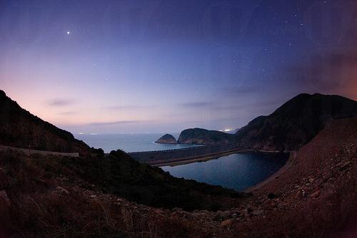 想遠離繁囂都市的話,東壩可說是個可以靜心賞月觀星的好地方。