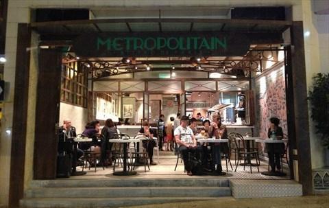 小店以懷舊的巴黎車站為設計主題,巧妙的裝潢讓食客有身在異國車站之感。