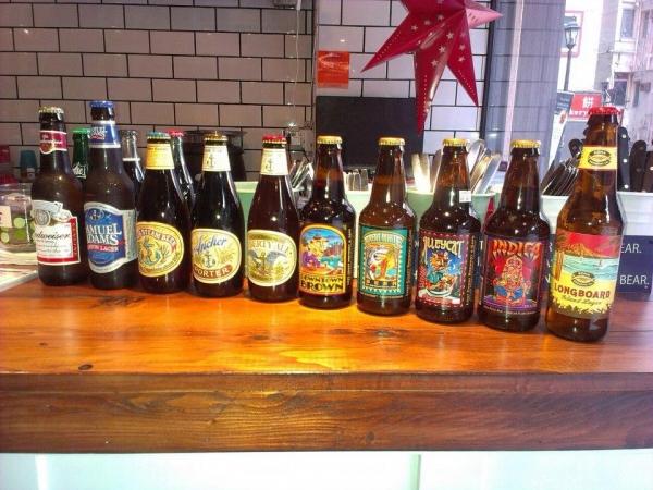 Awakening Cafe有13款由美國入口的Craft Beer選擇,其中包括剛獲獎的 Iron Fist