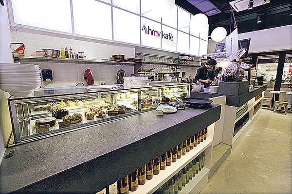 香港HMV為了增強競爭力,開設了首家音樂概念咖啡店hmv kafé。