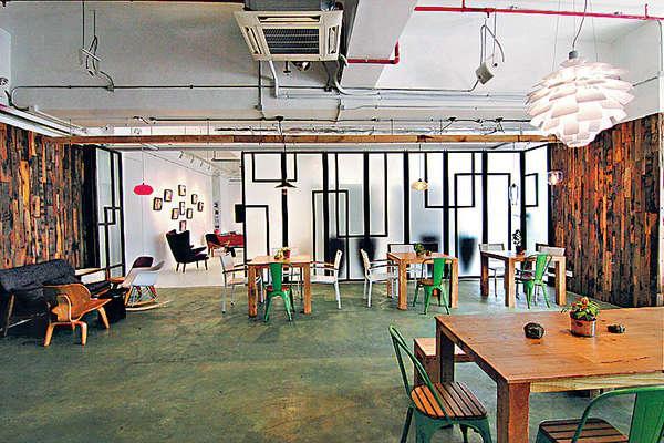 Artichoke Canteen 環境簡約,以木色調為主,隔壁就是藝廊。