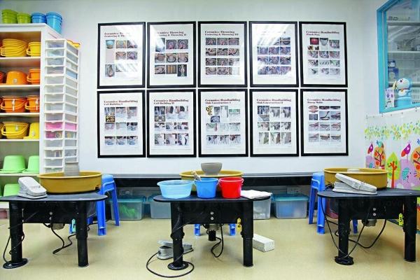 課室整潔有條理,家長可放心小朋友學習陶藝。