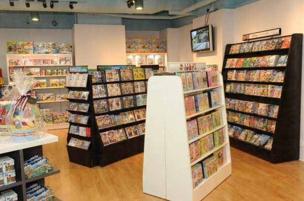 HMV Kids 售賣各式各樣的兒童產品,包括 DVD、玩具、教育圖書、尿片蛋糕等