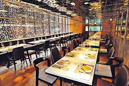 餐廳燈光稍為昏暗,正好營造出海洋世界的感覺,主用餐區以外還有一間私人廂房。
