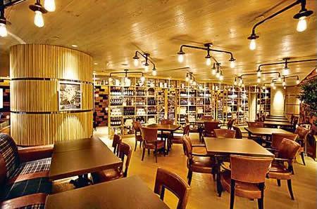 主用餐區有近 70 個座位,可坐得舒舒服服享受廚房的出品,或者可選自助式,喜歡甚麼便到食物站選購。
