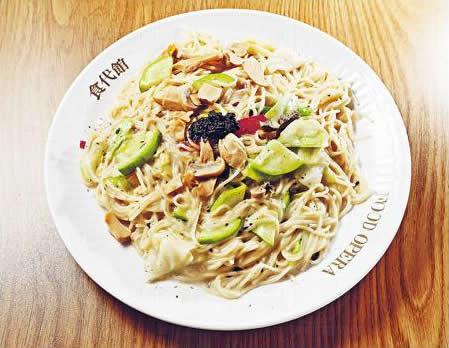 白汁黑松露雜菌天使麵($45):用白汁炒香過的配菜和意粉,再以意大利黑松露醬點綴,增添名貴。(旺記冰室)