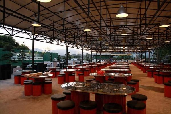 其中韓式的燒烤區更是跟隨韓國大牌檔的桌椅設計,也由韓國入口鐵鍋