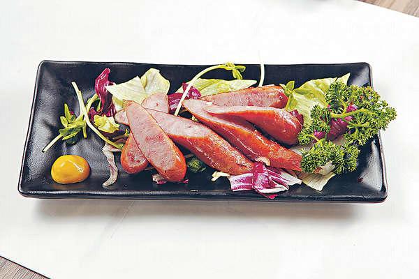 【日本黑豚腸 $32】從日本入口的黑豚腸,皮脆又彈牙,鹹淡適中。