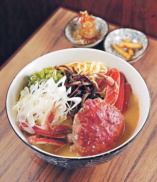 【籽蟹拉麵 $128】(供應期至2月尾)籽蟹有點像迷你版的皇帝蟹,膏多肉甜,湯底亦加入蟹黃來做,啖啖蟹鮮味。