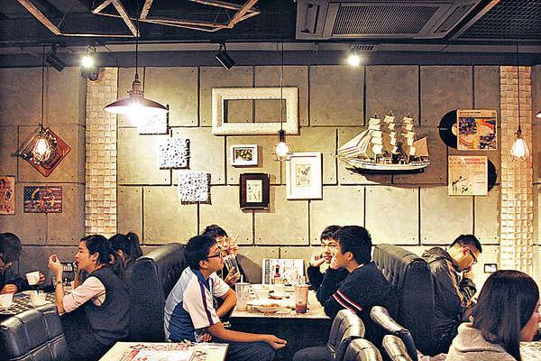 不論任何時段,餐廳內也是滿座,是這條食街的新寵兒。