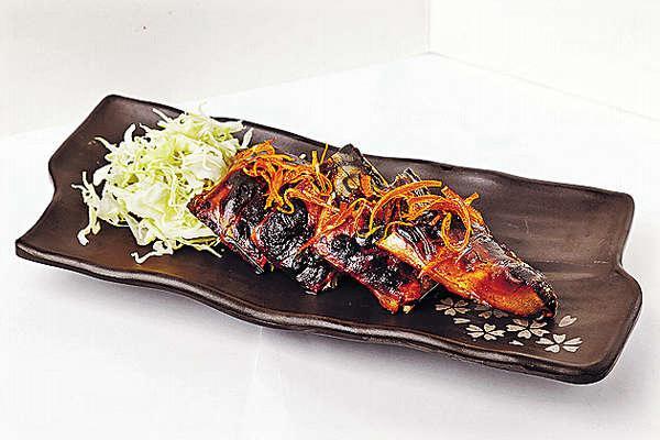 【味噌烤鯖魚 $68】尤其講求火候、時間的控制,燒得嫩滑而多汁,還有糖漬橙皮增添清新香味。