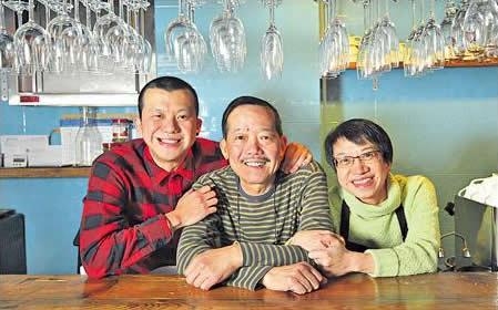 Jacky 和父母的關係很好,最愛飲酒吃飯,餐廳交給他們打理,絕對放心。