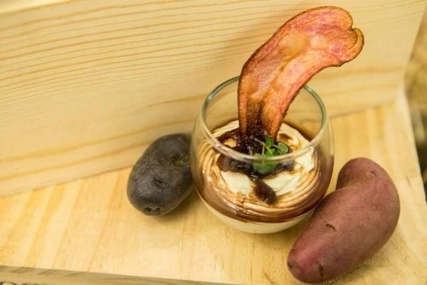美國馬鈴薯協會 x SDM Kitchen呈獻:「美國拇指馬鈴薯片配山羊芝士餅及紅洋蔥醬」