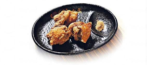 博多炸雞塊($30):炸得皮脆肉多汁,趁熱吃,點上七味粉,夠惹味。