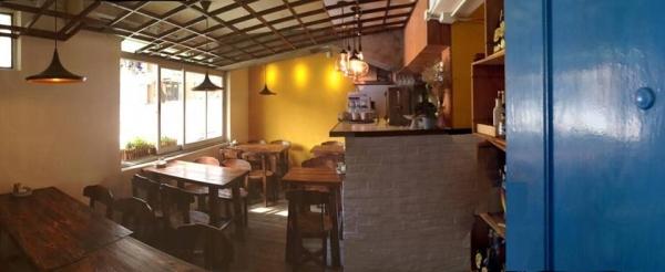 餐廳裝潢全由 Wing 親手佈置,氣氛開放隨意