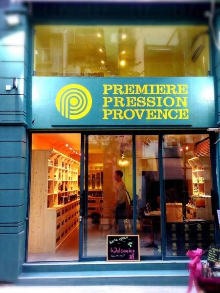 樓高兩層的小店裝潢走帶南法風味的簡約路線。
