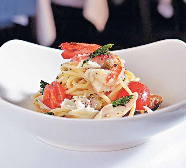 【Mancini Spaghetti, Clams, Crab & Datterino Tomato $198】選用著名生產商「Mancini」 的意大利粉,加上西西里島出產的蜆肉和番茄製成,極具西西
