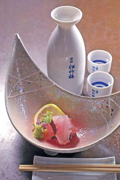 【霜降伊佐木魚刺身 $68】戲中是鱸魚刺身,但目前不是時令,故改用當造的伊佐木魚,用回霜降製法,肉質爽甜有咬口。
