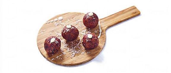 乒乓($98):QQ 地瓜球變奏版,將番薯換成紫番薯,還加入日式年糕及芝士內餡,外脆內軟還有點 QQ,乒乓球拍形的盛器很有趣!