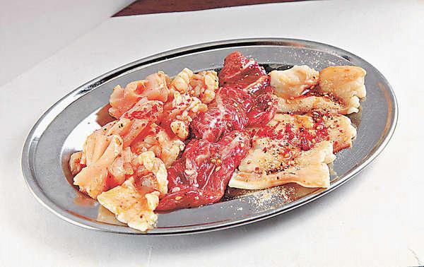 【Futago盛 $128】四款內臟拼盤,有大腸、小腸、牛頰肉及一款由廚師挑選的內臟。