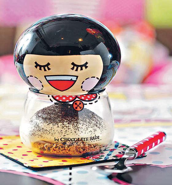 Fatina & Chefo $68、$138(連樽): 以特別訂製的Fatina造型玻璃樽盛載,非常可愛,內裏呍呢嗱泡沫、焦糖雪糕、焦糖脆脆等組成,一口有多重口感。