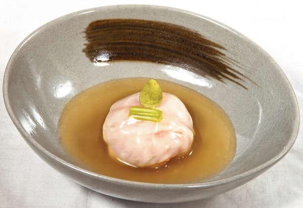 【左口魚道明寺蒸(Omakase菜式)】把左口魚打成魚丸,包着糯米來蒸,又鬆軟又黏糯。