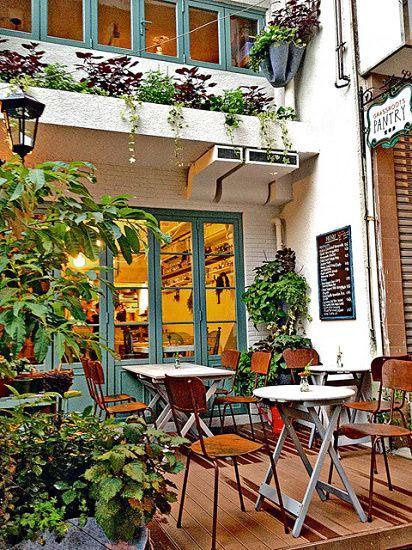 門口外環境仿如南歐的小屋子,與餐廳主題貼切。