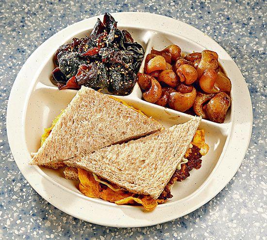 芥末雲耳、沙嗲螺肉、三文治($68):像三餸飯般的組合,可按當日餐牌自行揀選,芥末雲耳最受歡迎。