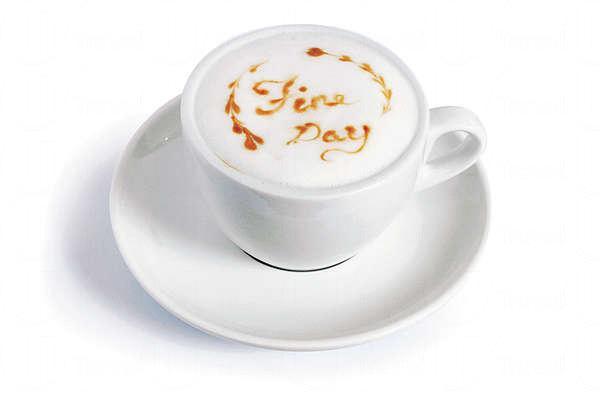 【Cappuccino $25(細)】咖啡溫和易入口,泡沫也畫上fine day字樣,灌輸正能量。