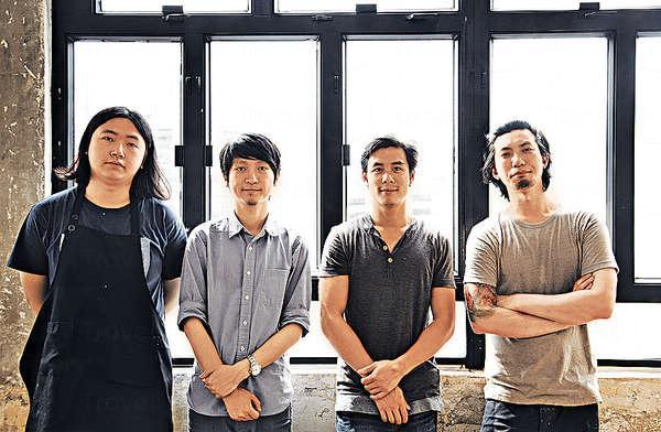 樂隊共有六位成員,餐廳的廚房、水吧、樓面亦由他們一腳踢包辦。