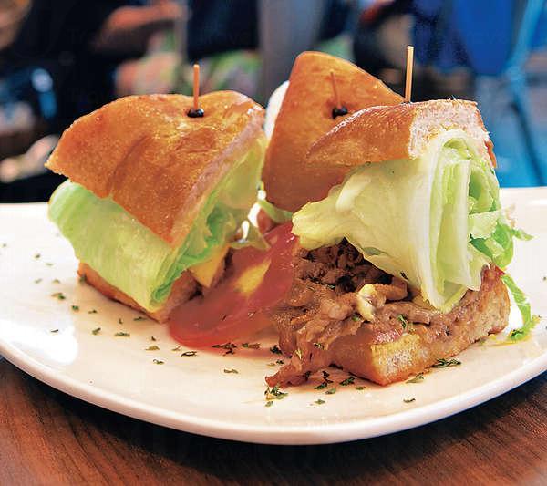 肯瓊牛肉三明治 $70生菜分量好多,以cajun粉調味的牛肉片,味似七味粉,配上芝士夠惹味。