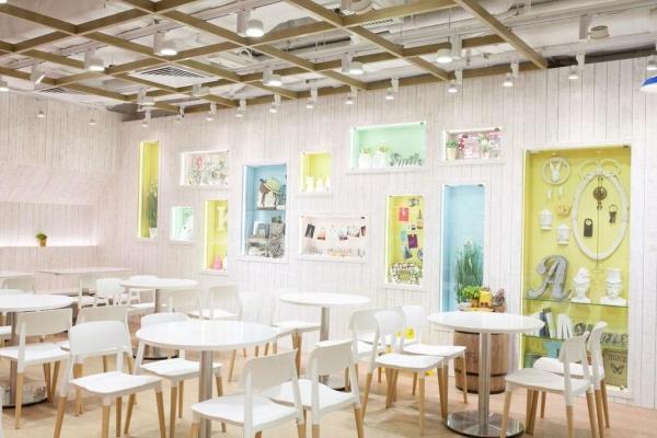 LOG-ON Café 內座位尚算多,裝潢風格簡約舒適