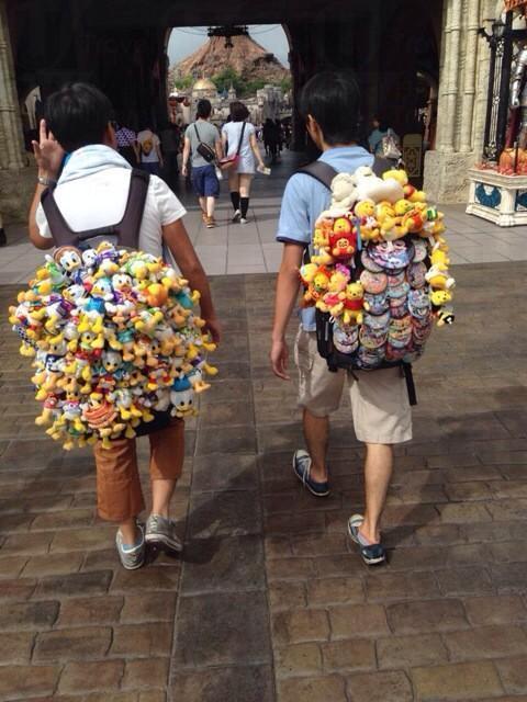 惹人注目! 瘋狂粉絲遊東京迪士尼樂園