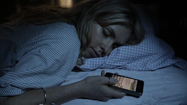 研究發現 手機陪瞓會導致肥胖
