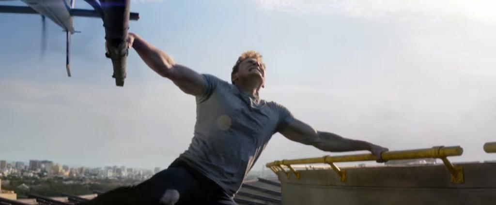美國隊長爆肌拉直昇機,原來是這樣拍...