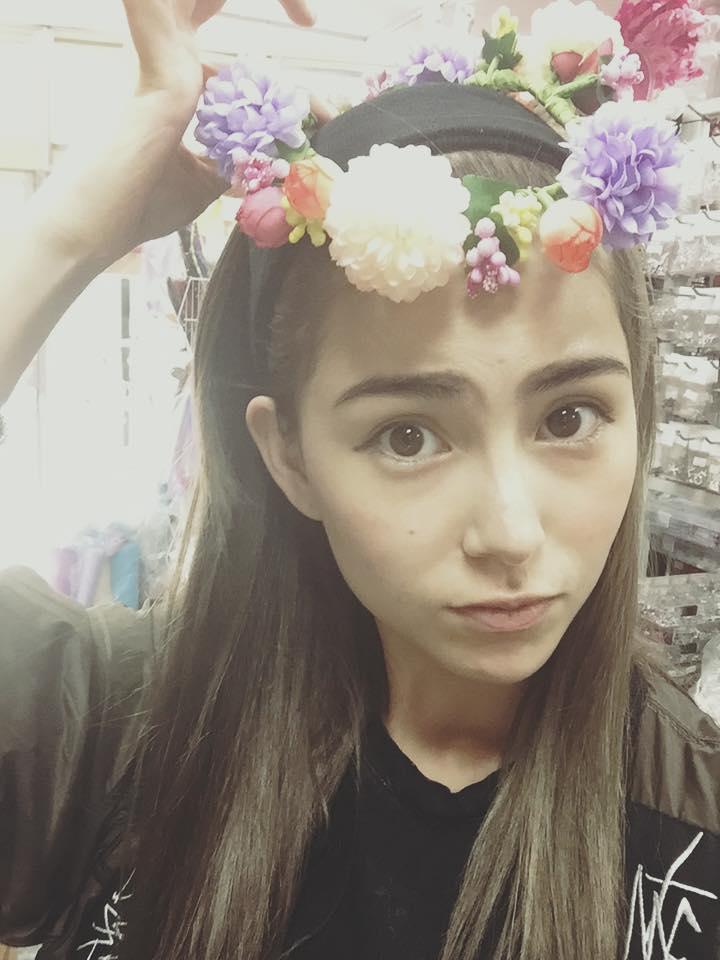 昆凌為愛女製公主裙 「小周周」露背晒成果
