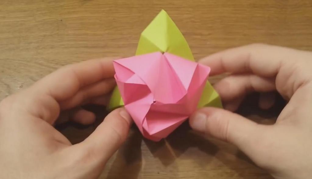 變形玫瑰?!紙摺花花一秒變骰仔