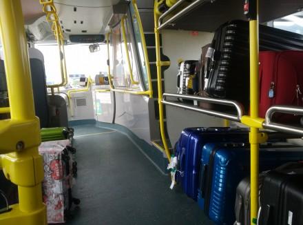 港空姐下班搭巴士被要求搬行李 拒絕遭侮辱恐嚇