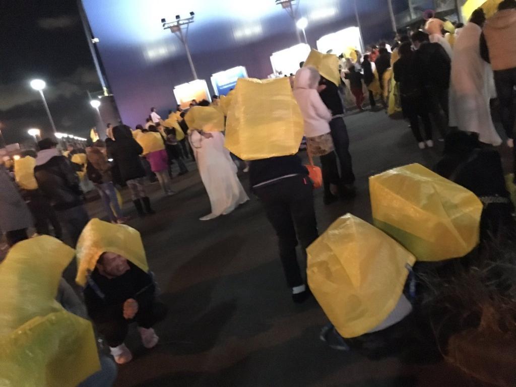 黃色購物袋變保暖工具  日本IKEA「神對應」化解關公災難